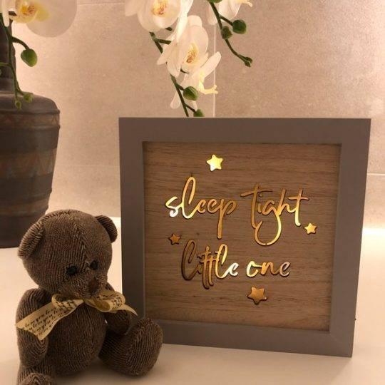 svieciantis-vaiko-kambario-paveikslas
