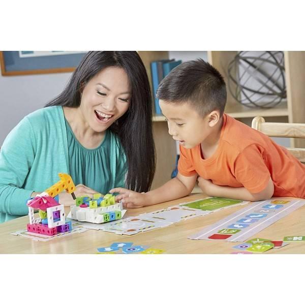 kids-first-kodavimo-ir-robotikos-rinkinys-zaidzia-vaikas-ir-mama